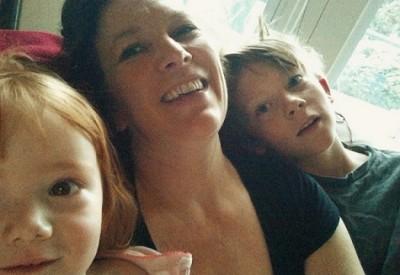 Family Chair Selfie 475xjpg