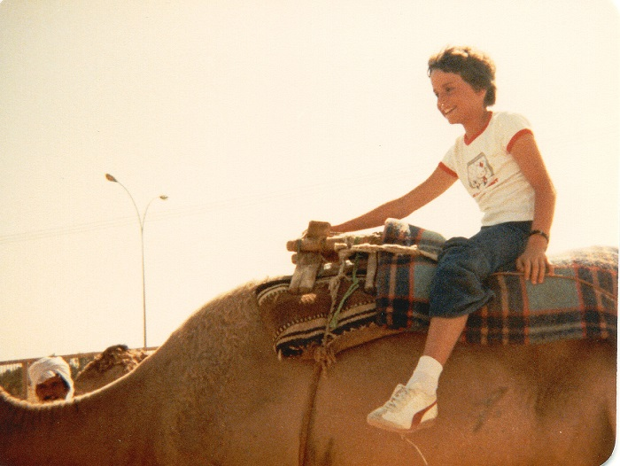 laura camel 700x