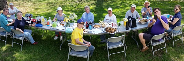 garden day lunch table 600x
